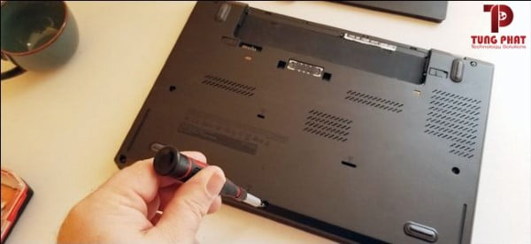 tháo laptop nâng cấp ổ cứng