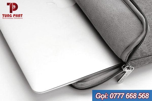 Sử dụng túi chống sốc bảo vệ laptop